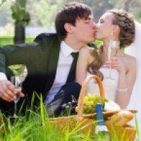Как отметить свадьбу на природе: выбираем место и пишем сценарий