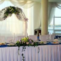 Как оформить свадьбу своими руками: идеи для декора тканью