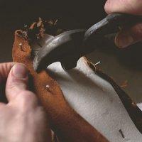 Как зашить обувь подручными средствами?