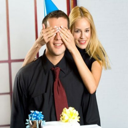 Как оригинально поздравить мужа на день рождения?
