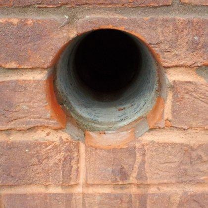 Как просверлить отверстие в стене из кирпича?