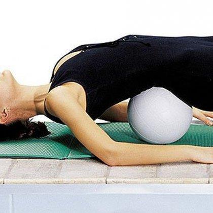 Как лечить шейный остеохондроз с помощью гимнастики?