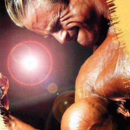 Как качать мышцы плеч?