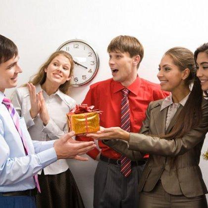 Как выбирать подарки руководству?
