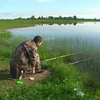 как ловить карася весной на озере видео
