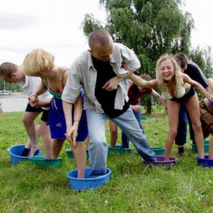 Как развлечь гостей на природе с помощью конкурсов?