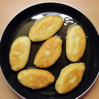 Как делать жареные пирожки с абрикосами?