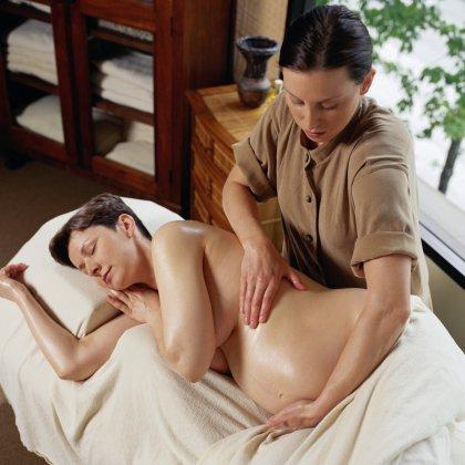Как убрать растяжки во время беременности?
