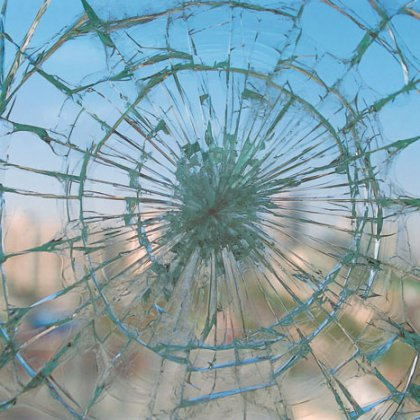 Что вы знаете о том, как остановить трещину на стекле?