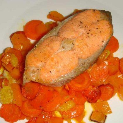 Как приготовить красную рыбу с овощами?