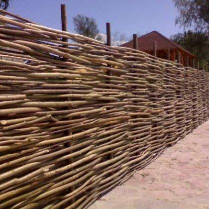 Как сделать ограду своими руками: плетеная ограда