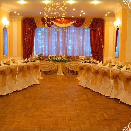 Как расставить столы на свадебном банкете?