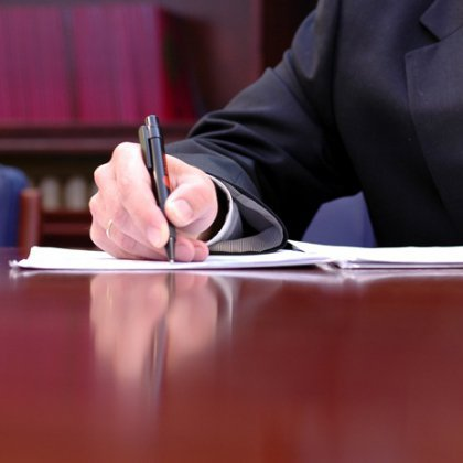 Как следует писать обращение к судье?