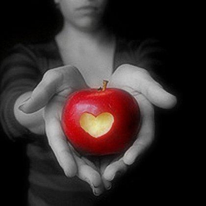 Как действует приворот на яблоко?
