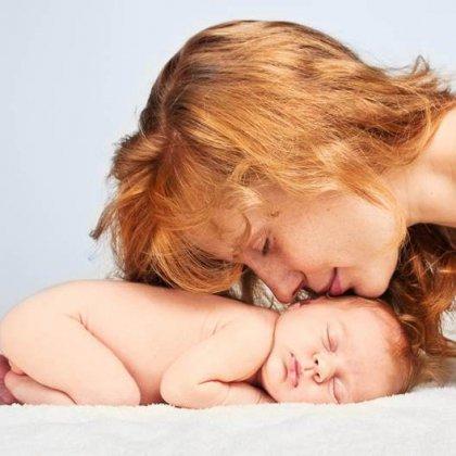 Как приучить новорожденного младенца спать ночью?
