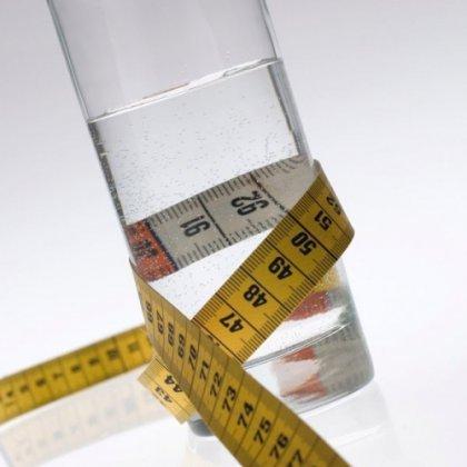 Как вода помогает похудеть на практике?