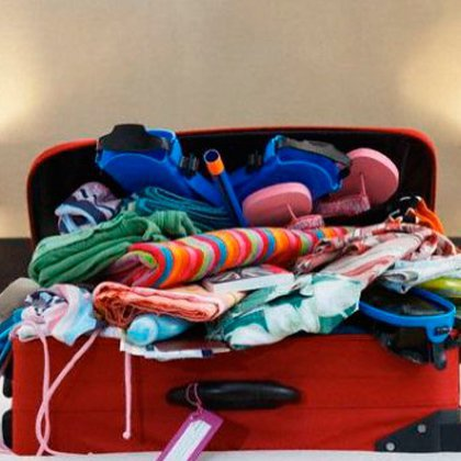 Как складывать вещи в чемодан?