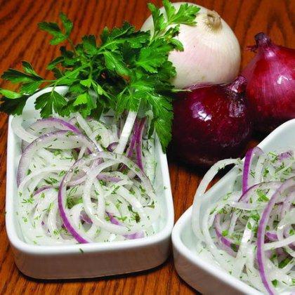 Как вкусно замариновать лук к шашлыку в уксусе?