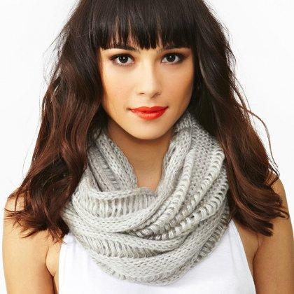 Как правильно носить шарф трубу?