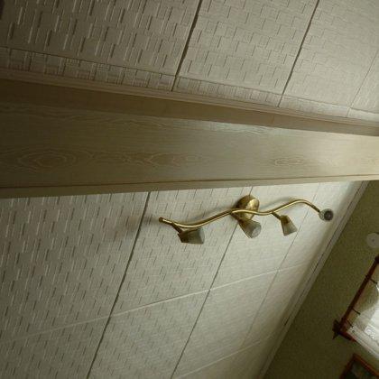 Как сделать красиво потолок в частном доме - Азбука идей