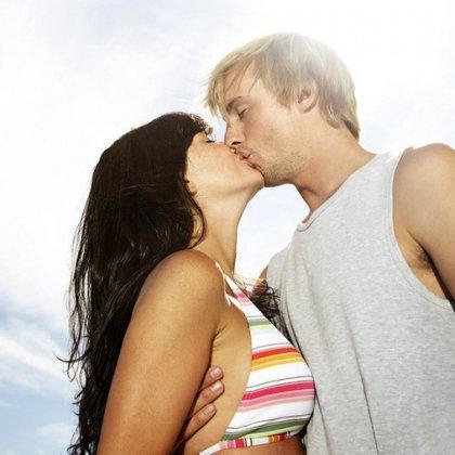Как научиться целоваться по видео?