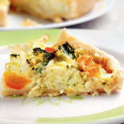 Как испечь простой пирог с овощами?