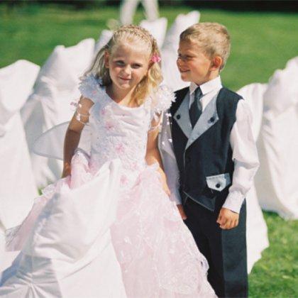 Как одеть ребенка на свадьбу?