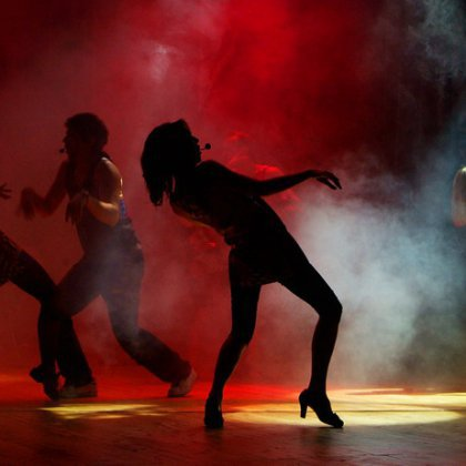 Как танцевать девушке в клубе?