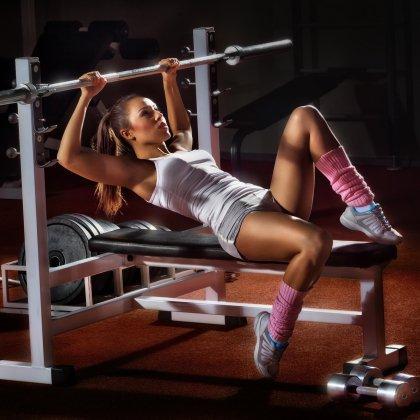 Как накачать грудные мышцы штангой?