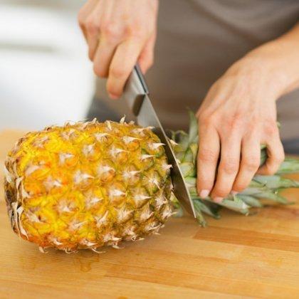 Как разрезать правильно ананас?