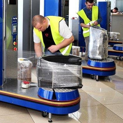 Как упаковать чемодан в аэропорту?