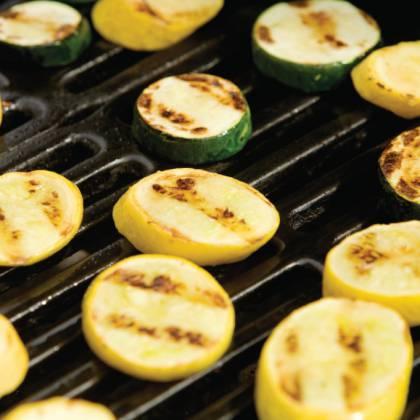Рецепт кабачков на гриле: как мариновать молодые кабачки?