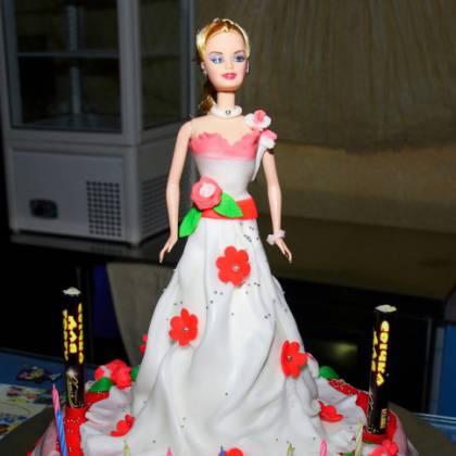 Как можно украсить торт цветами на день рождения? Простой способ украсить торт!