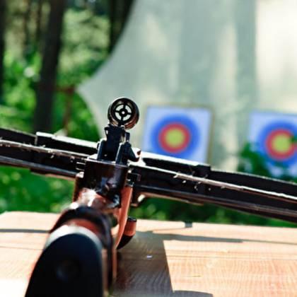 Как правильно стрелять из арбалета: основные правила стрельбы