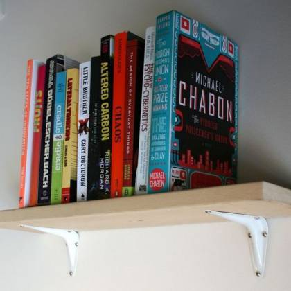 Как сделать книжные полки на стену: оригинальные идеи для интерьера