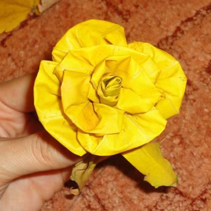 Как сделать розу из кленовых листьев: инструкция