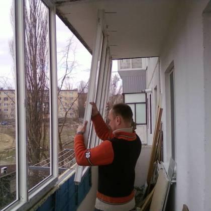 Как застеклить балкон самому: основные варианты