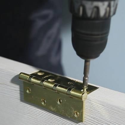 Как навесить петли на дверь правильно: монтаж петель к коробке