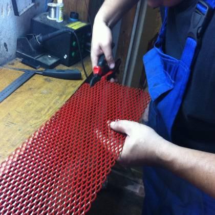 Как установить сетку в решетку радиатора самостоятельно?