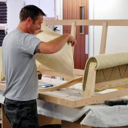 Как сделать перетяжку мебели: советы профессионалов