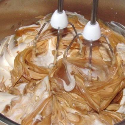 Настоящий крем из сгущенки и сливочного масла. Рецепт, как сделать крем из сгущенки и сливочного масла?