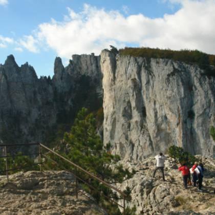 Как добраться до вершины Ай-Петри из Ялты: существующие способы