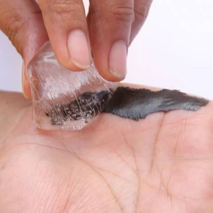 Как безопасно убрать смолу с рук? Чем отмыть смолу с рук?