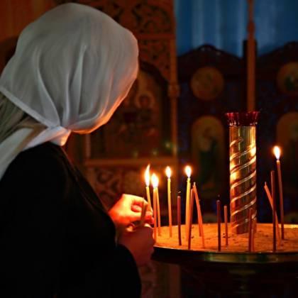Как правильно ставить свечи в церкви и что говорить?