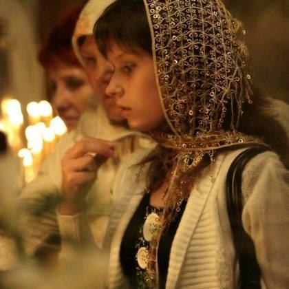 Как правильно креститься православным справа налево или слева направо?