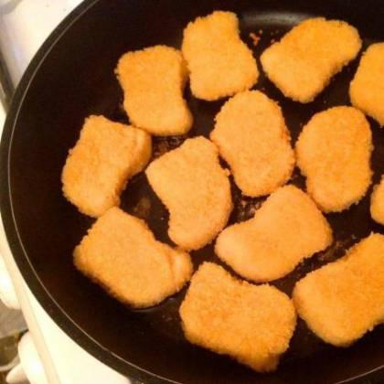 Как жарить замороженные наггетсы-полуфабрикаты на сковороде? Готовим вкусно наггетсы