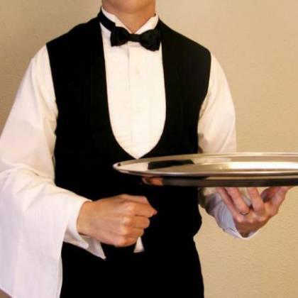 Как стать официантом в ресторане: особенности профессии