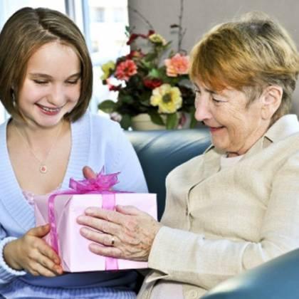 Как оригинально поздравить бабушку с днем рождения: душевные поздравления