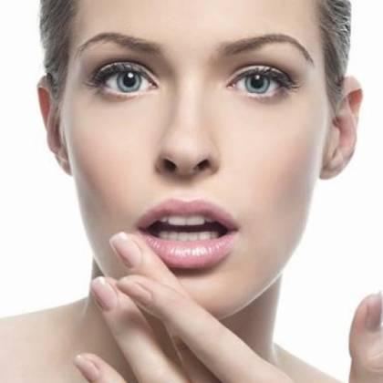 Как убрать опухоль с губы, что делать, если опухла губа?