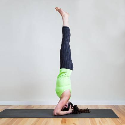 Время для йоги: как правильно стоять на голове?